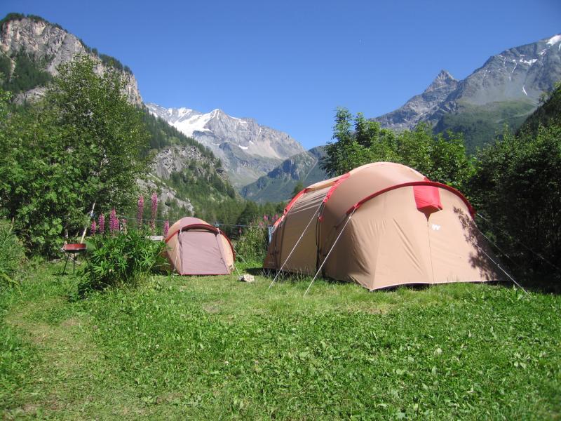 Du camping dans les montagnes pour prendre de la hauteur