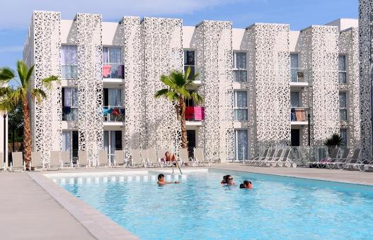2 types d'hébergements de vacances parmi lesquels on peut choisir au Cap d'Agde