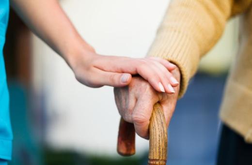 Personnes âgées : peuvent-ils encore souscrire une assurance voyage ?