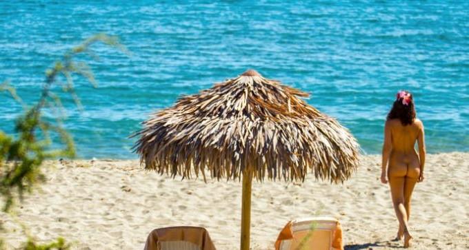 Découvrez les plages naturistes de la Corse